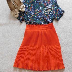 Stretchy orange pleaded skirt